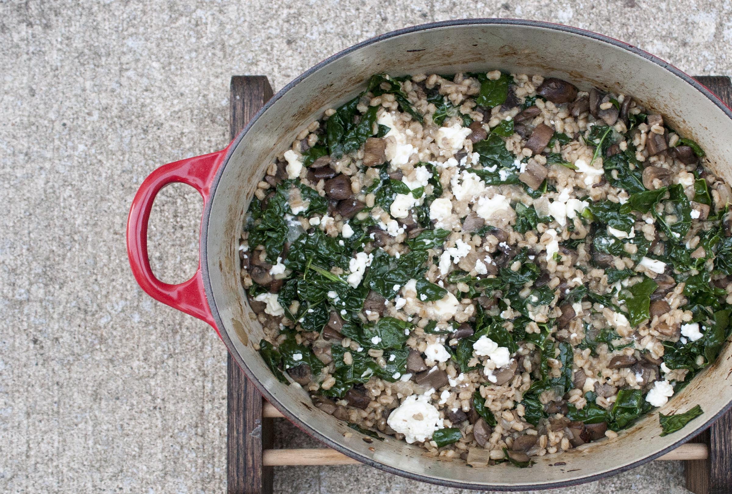 Creamy and Hearty Baked Barley Risotto made with sherry, lacinato kale, cremini mushrooms, feta cheese and sherry. lifeaswetookit.com