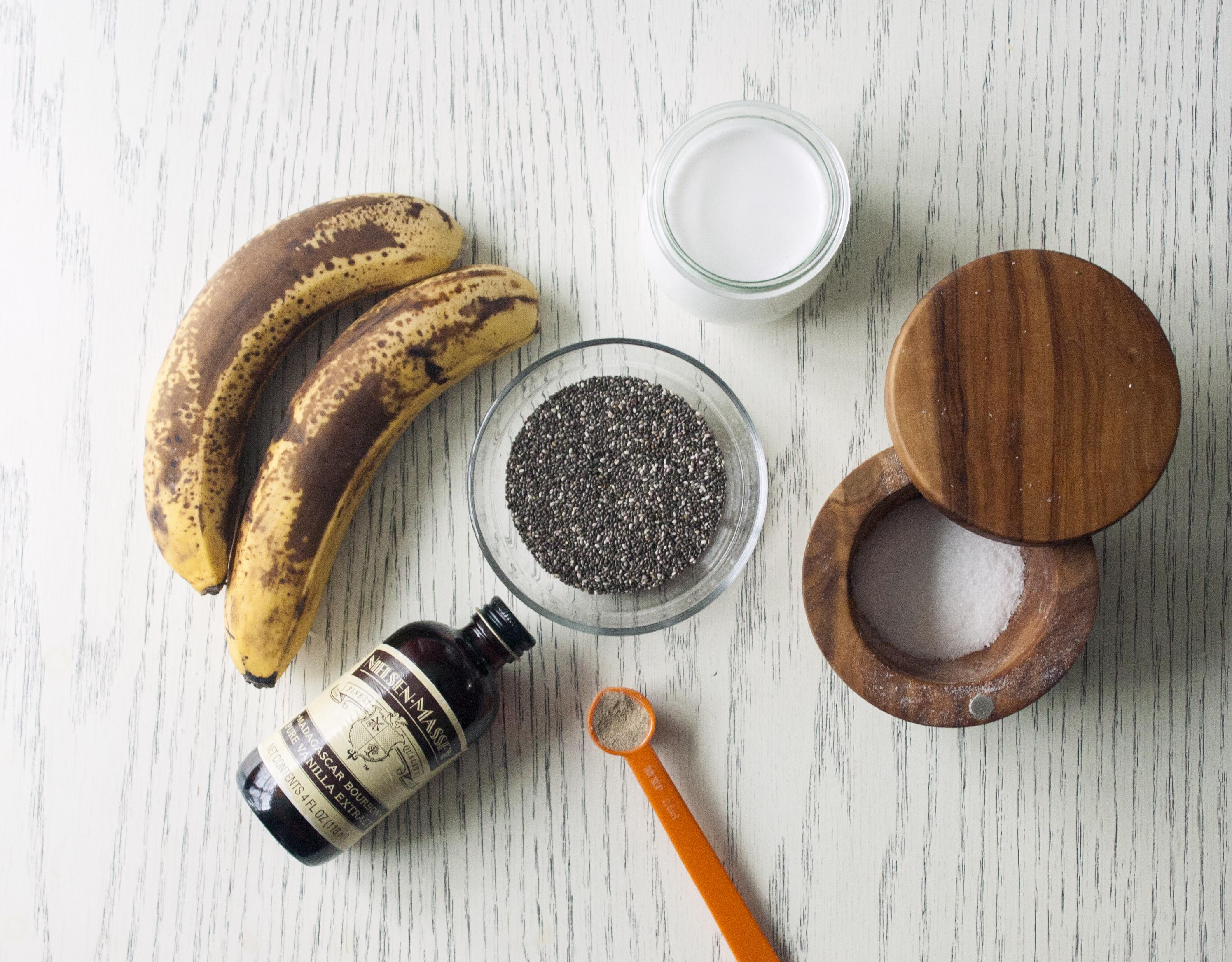 Ingredients for Banana Cardamom Chia Pudding. www.lifeaswecookit.com